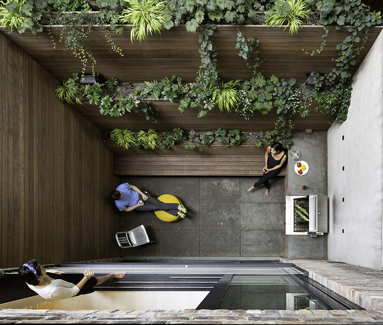 Modern West Village renovation with back garden patio