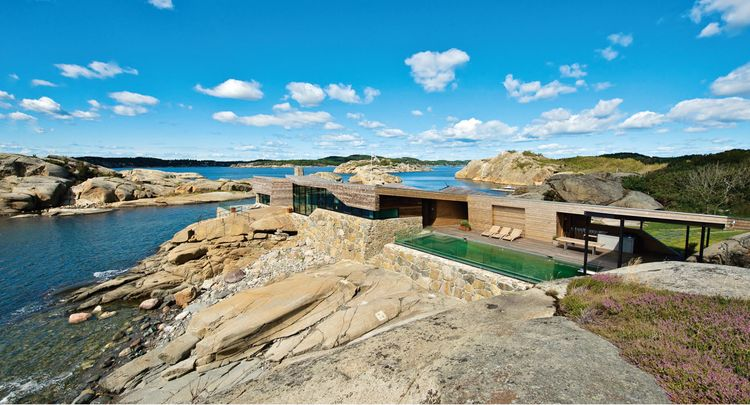 Summer house in coastal Norway on a rocky site