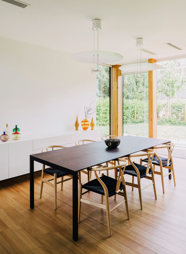 Wishbone chairs by Hans J. Wegner surround a 195 Naan table by Piero Lissoni