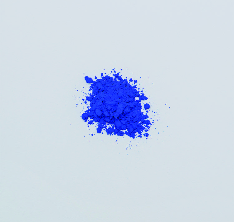Bright ultramarine pigment harvested in France
