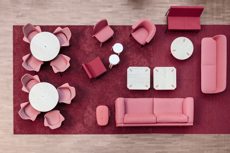 The red area acts as a lounge with sofas by Muuto.