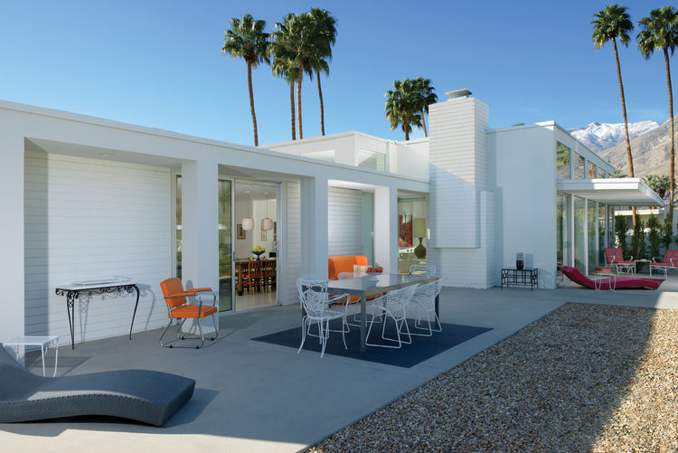 1968 Palm Springs modern home's patio and facade.