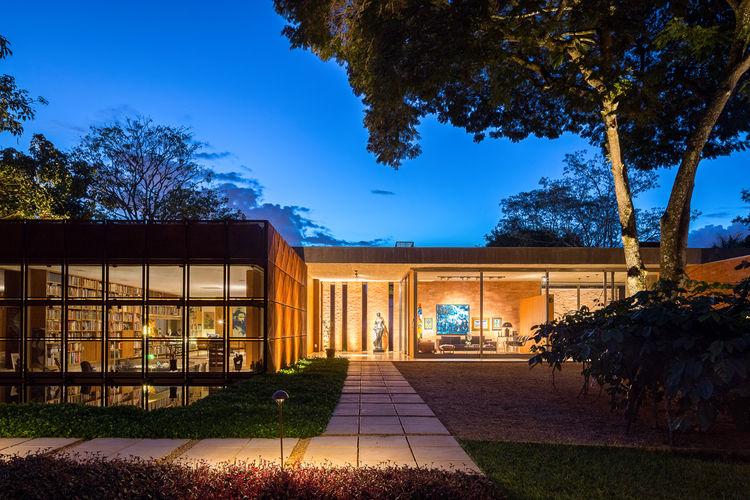 Casa BLM L shaped exterior
