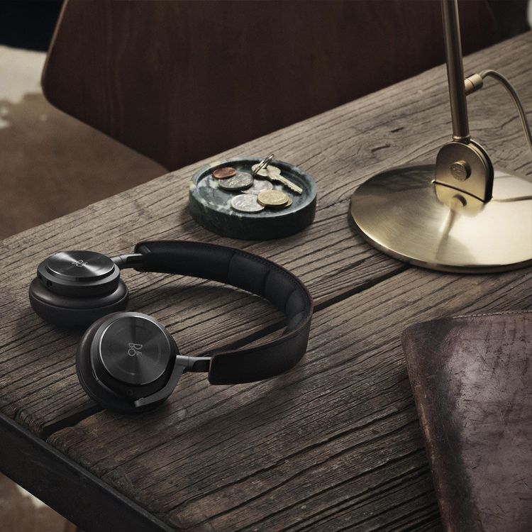 Wireless bluetooth headphones with lambskin ear pads