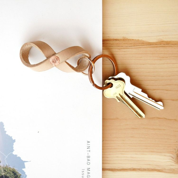 Handmade vegetable-tanned leather keychain