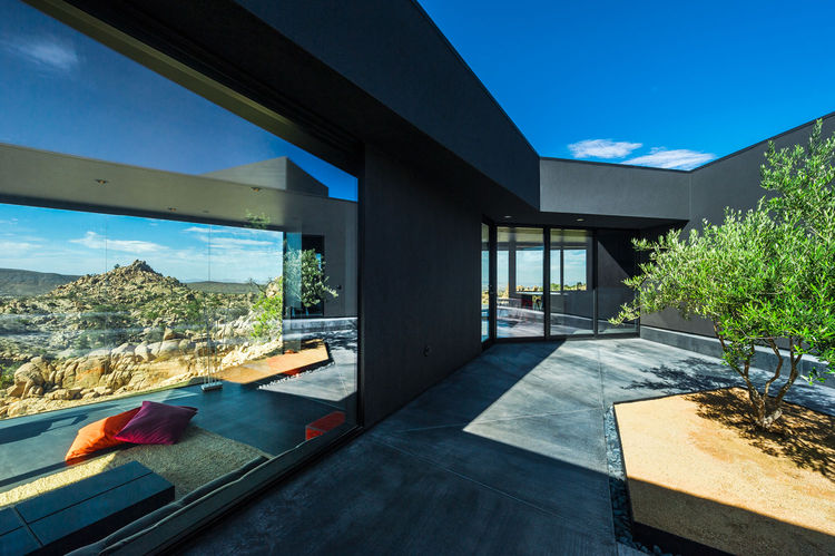 Central courtyard in the Yucca Valley house