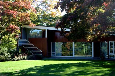 breuer house in garden
