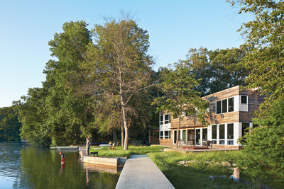 Modern prefab lakeside home in Bloomingdale, New Jersey