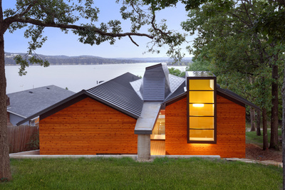 A modern lake house in Missouri