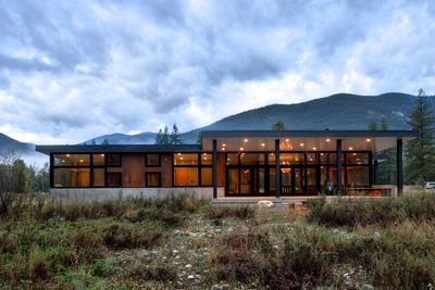 Weekend retreat features floor-to-ceiling windows for light.