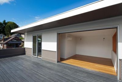 Aurora Greenfab deck and automatic sliding doors.