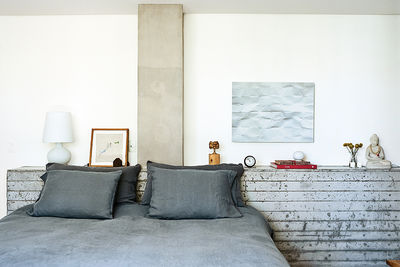 São Paulo apartment bedroom with concrete headboard