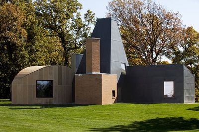 gehry winton guest house angular