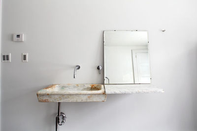 floating farmhouse hand chiseled 17th century marbled sink