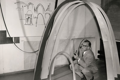 Eero Saarinen with models of the Gateway Arch.