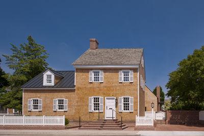 Cedar shingle facade of Delaware renovation by Robert M. Gurney Architect