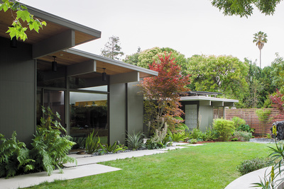 modern backyard overhang plants concrete pavers