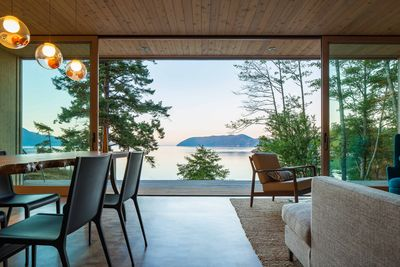 A Washington dining room with an uninterrupted waterfront view