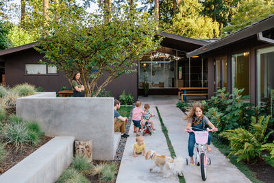 A concrete courtyard surrounds the family in this midcentury modern renovation.