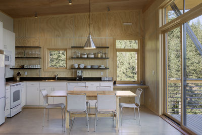 Pine Forest Cabin kitchen and dining area
