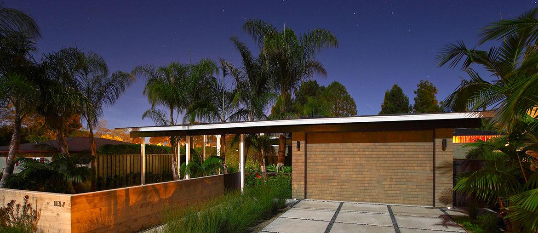 Beach house in California with cedar shingles