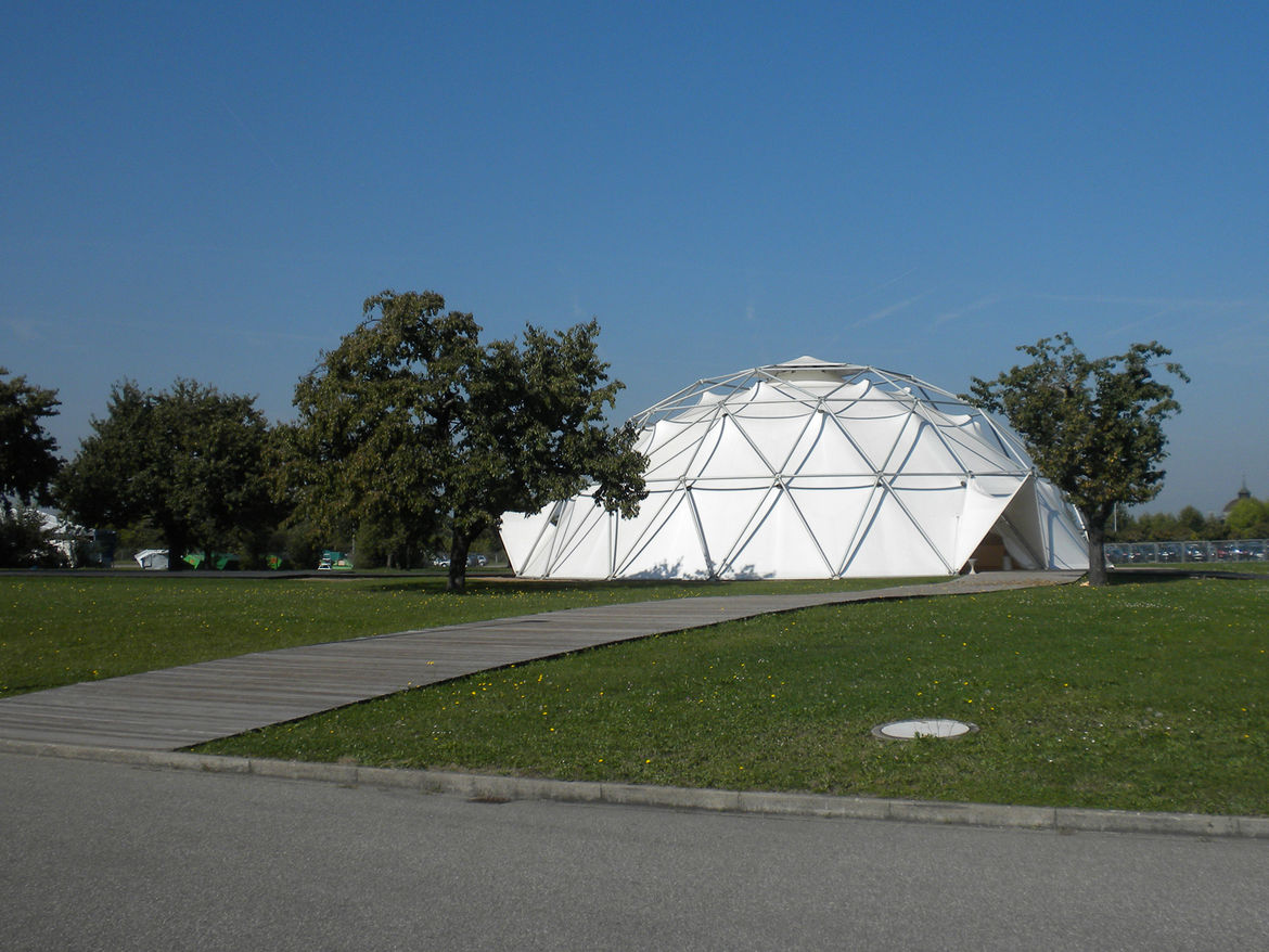 This geodesic dome was originally built in Detroit, Michigan, in 1978. It had been used as a car showroom but became available for sale in 2000. Seizing the opportunity, Vitra purchased the dome and shipped it to Weil-am-Rhein, a simple task since Fuller