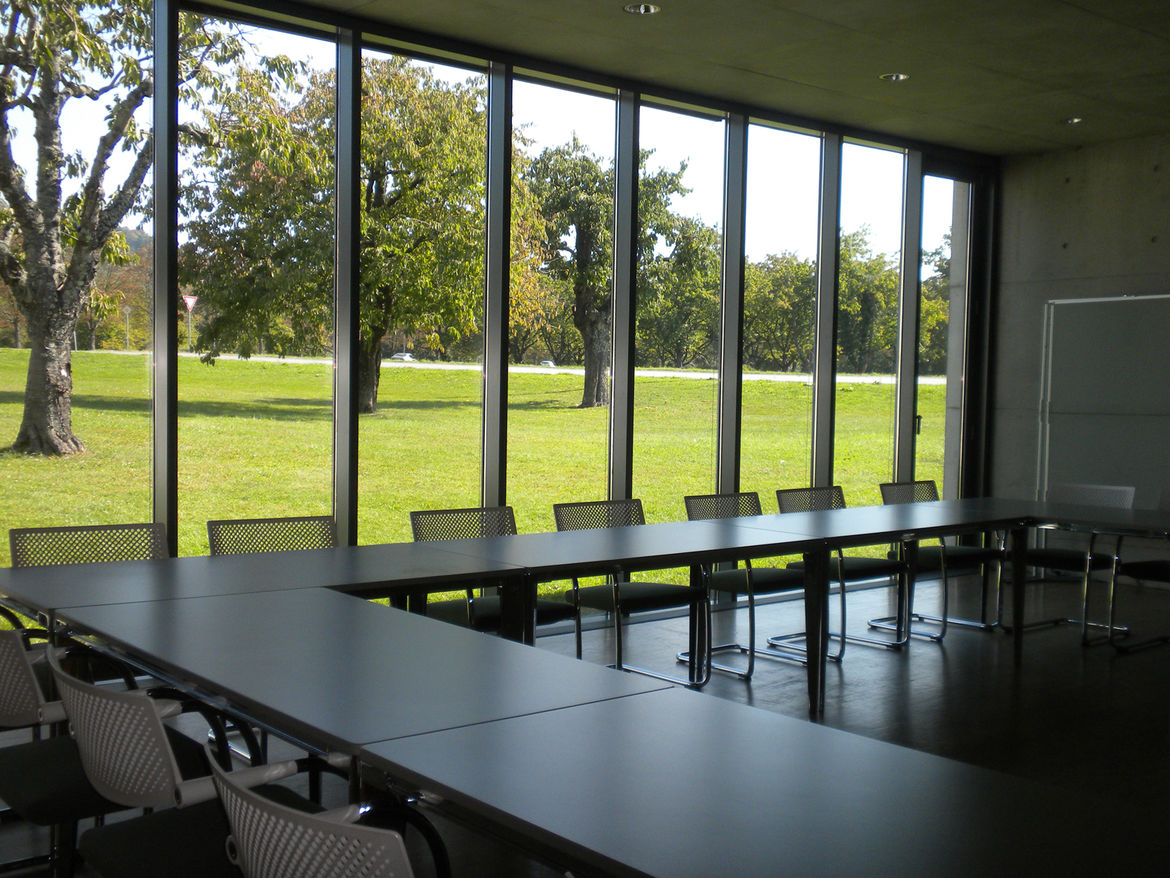Though the conference rooms look onto the busy road outside the building, inside it is perfectly quiet and they are contemplative spaces.