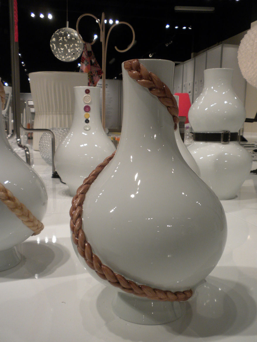 "This stunning porcelain work was designed and produced by <a href=""http://www.kraitz.se"">Anna Kraitz</a>. In the foreground is her <a href=""http://www.kraitz.se/index2.php?visa=furn&id=37"">Early bird vase with braid</a>, in the background, her <a href=""ht"