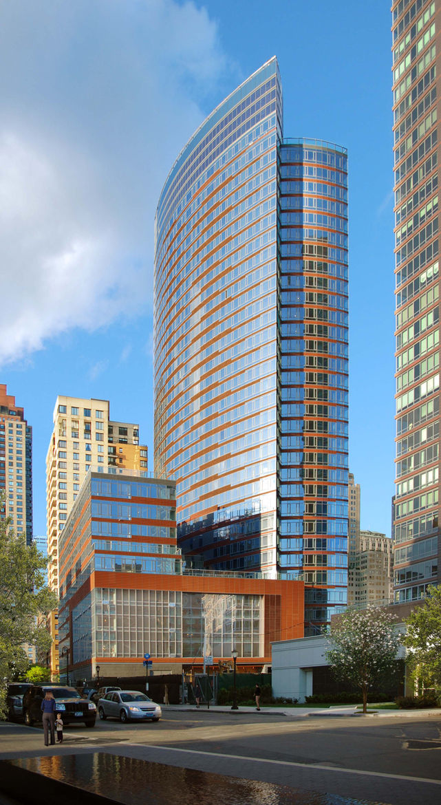 """Project: The Visionaire<p></p>Location: New York, New York<p></p>Developer: Albanese Organization<p></p>2010 ULI Award for Excellence: The Americas nomination:""""The 35-story Visionaire—combining 247 residences, an organic and local food market, and a 44,0"""