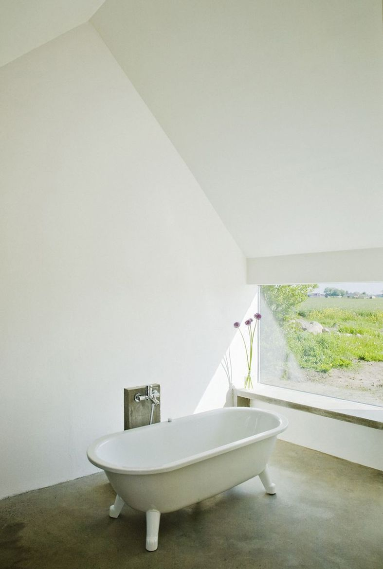 """The original washing house connected to the main house was in such bad shape that it had to be demolished. LASC """"reincarnated"""" it as a spacious bathhouse, complete with a tub‐with-a-view and a heated concrete window bench. Photo by Laura Stamer."""