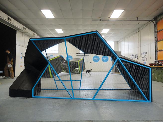 Inspired by Bucky Fuller's geodesic domes, the team behind Coopus Maximus arranged plywood between six metal hinges according to a prototype originally built in cardboard.