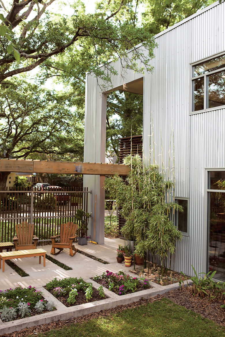 """Catovic Hughes's design for <a href=""""http://www.dwell.com/slideshows/southern-greens.html"""">Susan and Rich Moreland's home</a> in Baton Rouge, Louisiana, connects indoors and out but also allows for mitigated interaction with the neighbors and the street."""