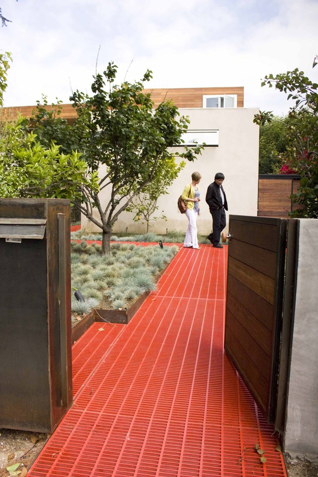 Surprise and color are the order of the day at Appleton Living by architects Tryggvi Thorsteinsson and Erla Ingjaldsdottir, principals at Minarc—and it begins at the entrance. A red grilled floor ushers you from the entrance and delivers you to the front