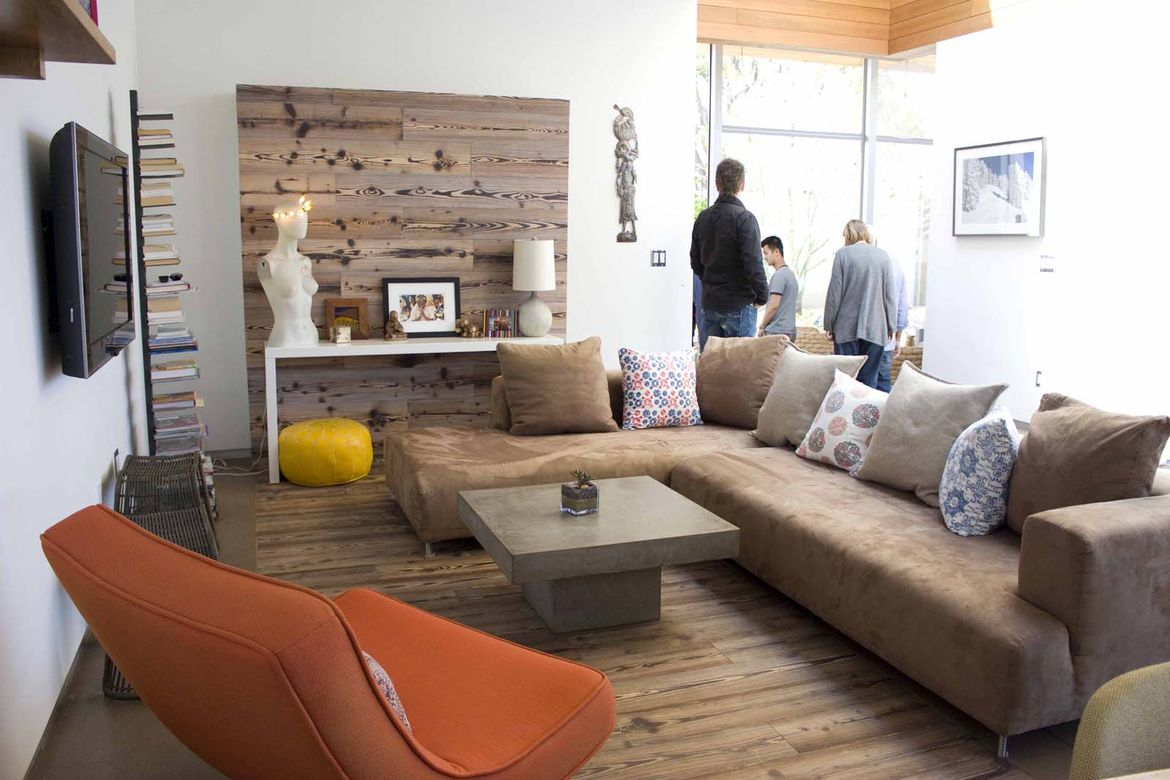 Wood and wood panels can be seen from the floors to the walls, which adds warmth and intimacy to home. The gesture seamlessly sweeps the eye from the floor up to the walls.