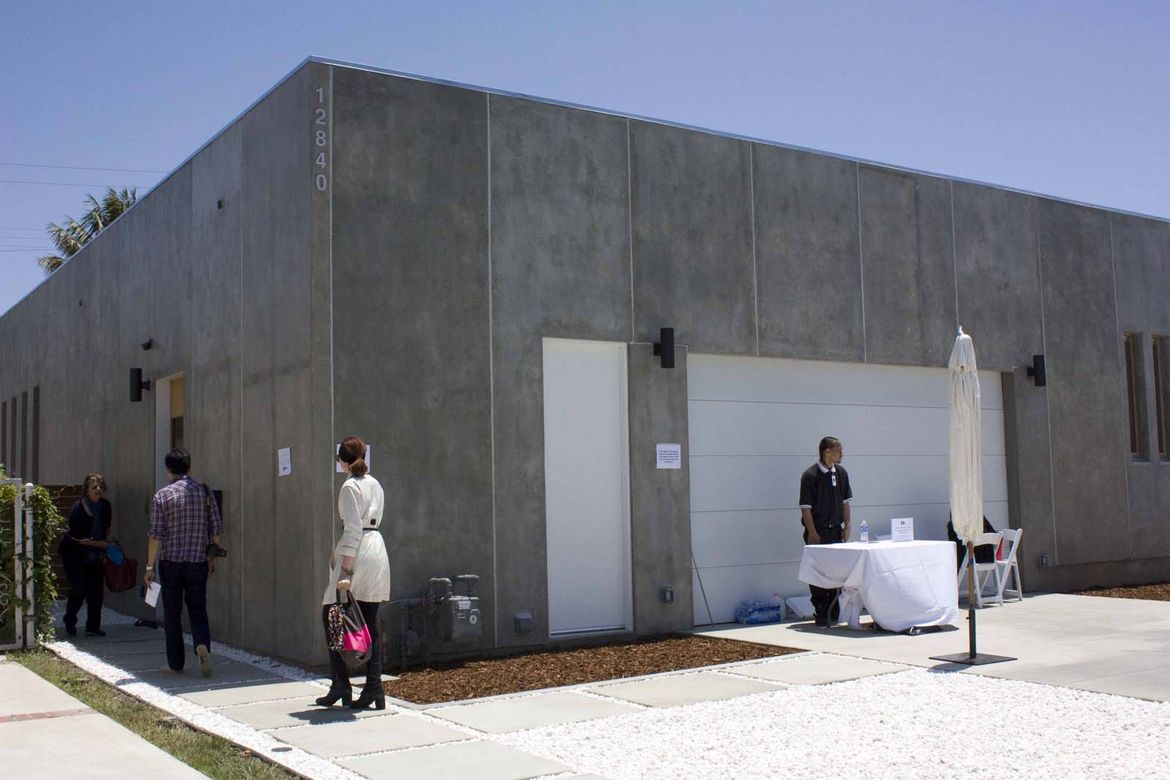 The Tatami home has a very closed concrete exterior that reflects the sensibilities of its ultra-private Japanese owners. It is also the result of Swiss designer Roger Kurath's tilt-up pre-fab system.