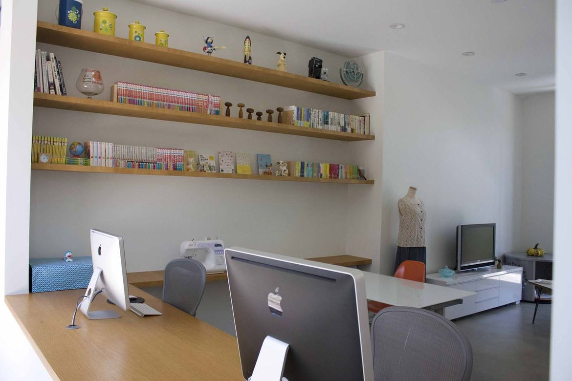 The residents' office was similarly well-organized. Every book lined up perfectly and twin Macs were oriented toward the home's heart, the central courtyard.