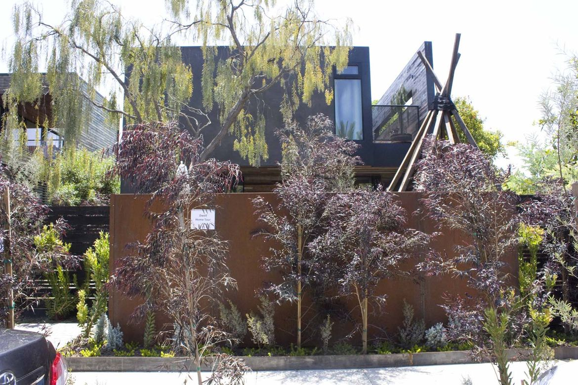 The Venice House now sits beside its architect's home. It is hidden from the eyes of curious passers-by with a screen of foliage. Megan Schoenbachler and her husband were already working with Marmol Radziner on the design of their home when the property b