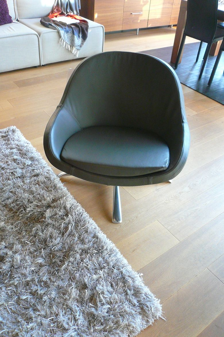 Here's the chair Caroline and Christopher picked for our bay window: the Veneto with a swivel base. It's quite comfortable and usefully compact. Though a bit pricey at $1,095, at least for me. So! To wrap up... I'd say the consultation was interesting and