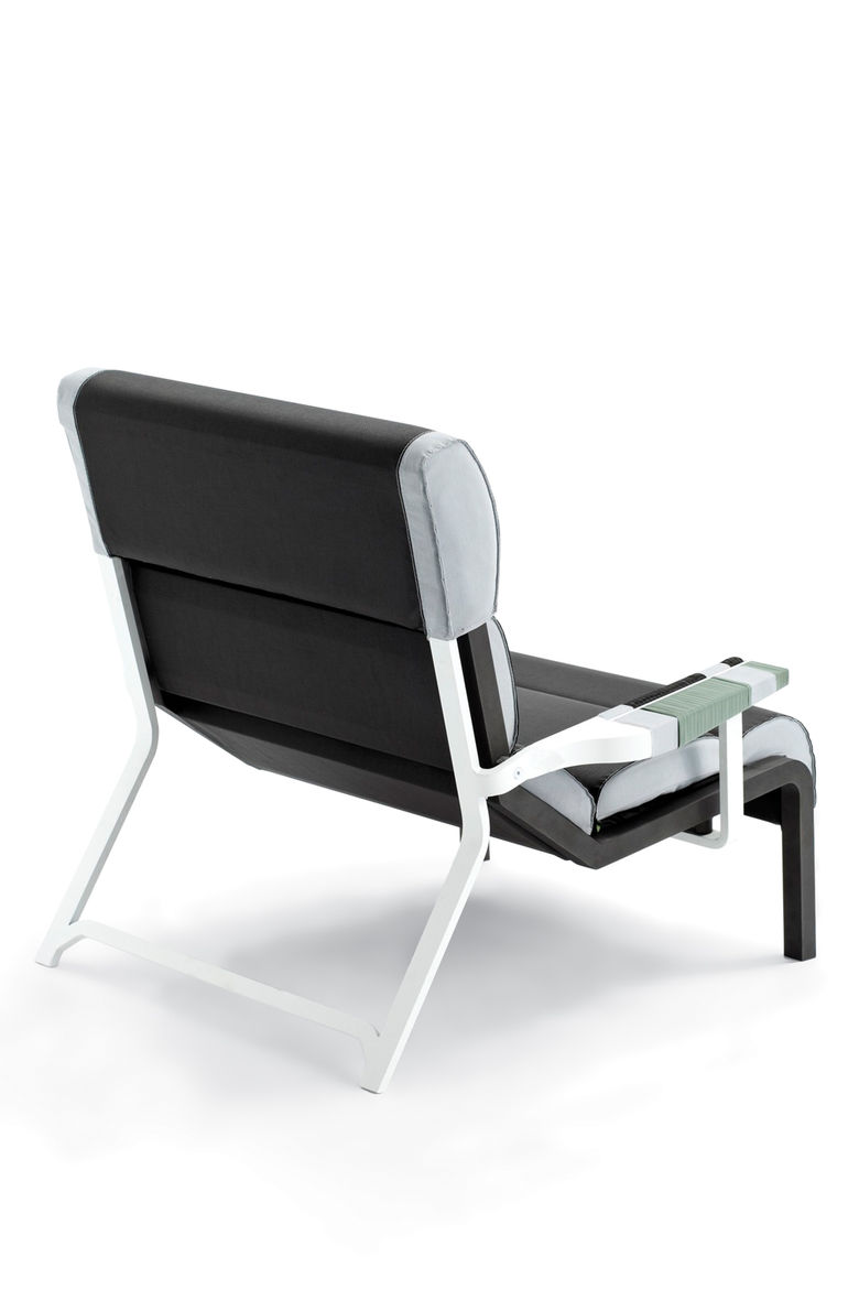 <h2>2010</h2><p>Bob Garden Club chair for Kettal.</p>
