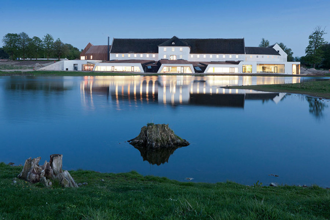 The Novo Nordisk conference center is located on the shore of a lake in Hillerød, on the footprint of 'Favrholm,' a monumental Danish farm that originates from the 14th century.