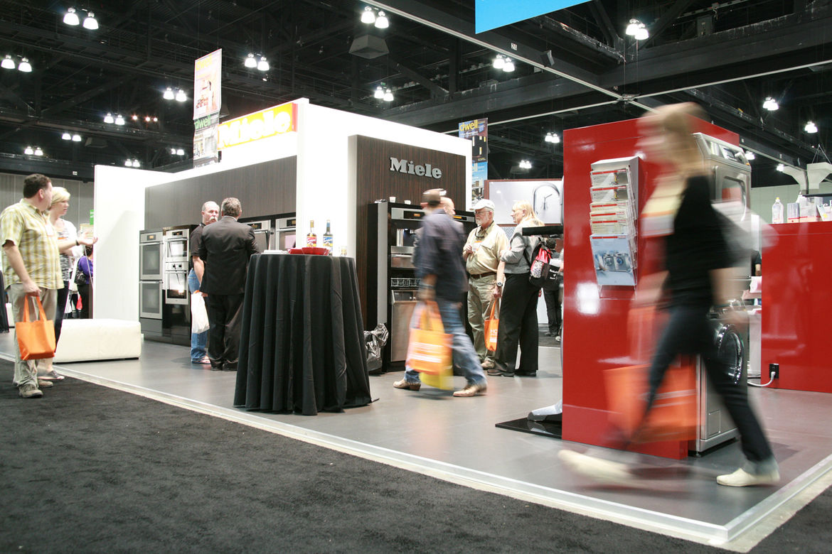 The hall filled up quickly—over 200 exhibitors were set up and waiting.