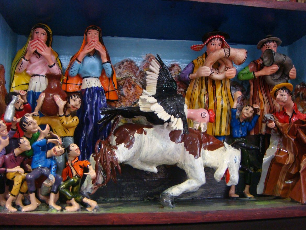 Here's what's inside a traditional <i>retablos ayacuchanos</i>, folk art objects that depict scenes of everyday life.