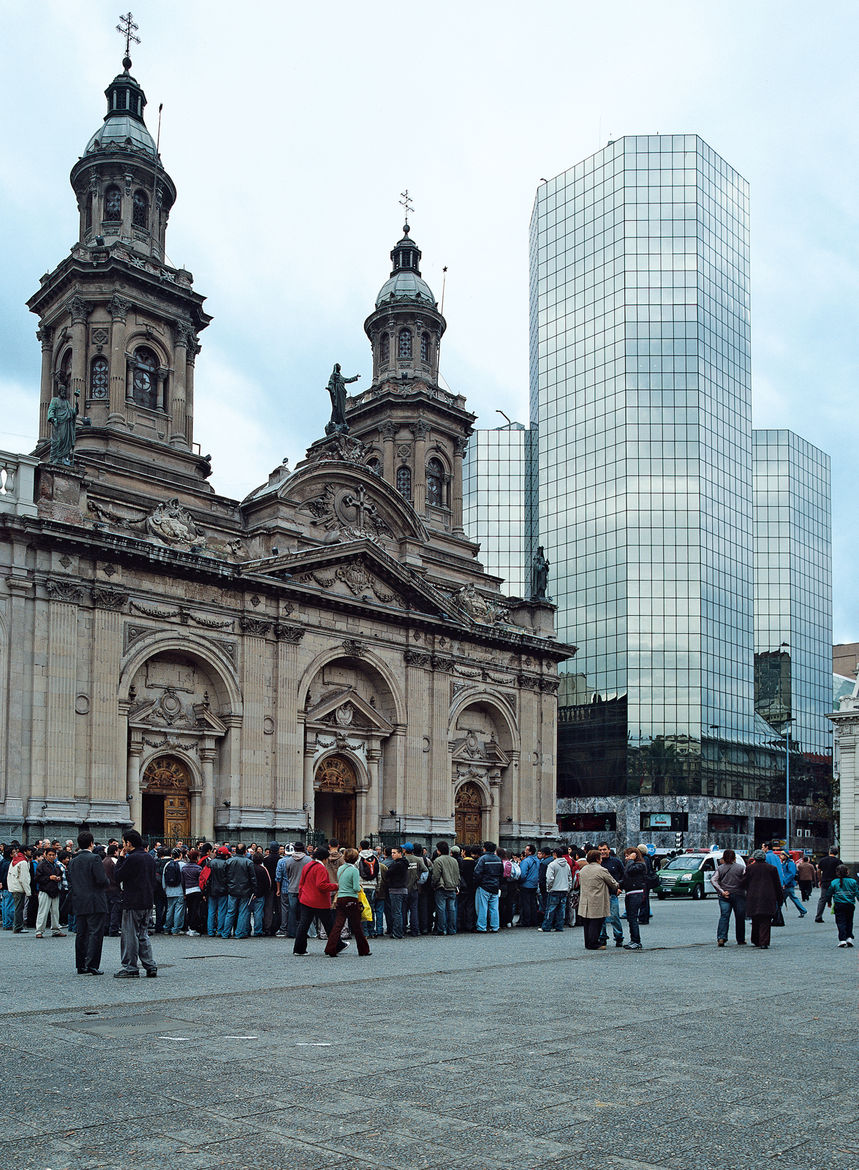 The west side of Plaza de Armas reveals Santiago's juxtaposition of old and new. The Plaza de Armas building, a mirrored glass edifice by Echenique Cruz Boisier Arquitectos, rises above the grand Catedral Metropolitana. The cathedral's main altar was rece