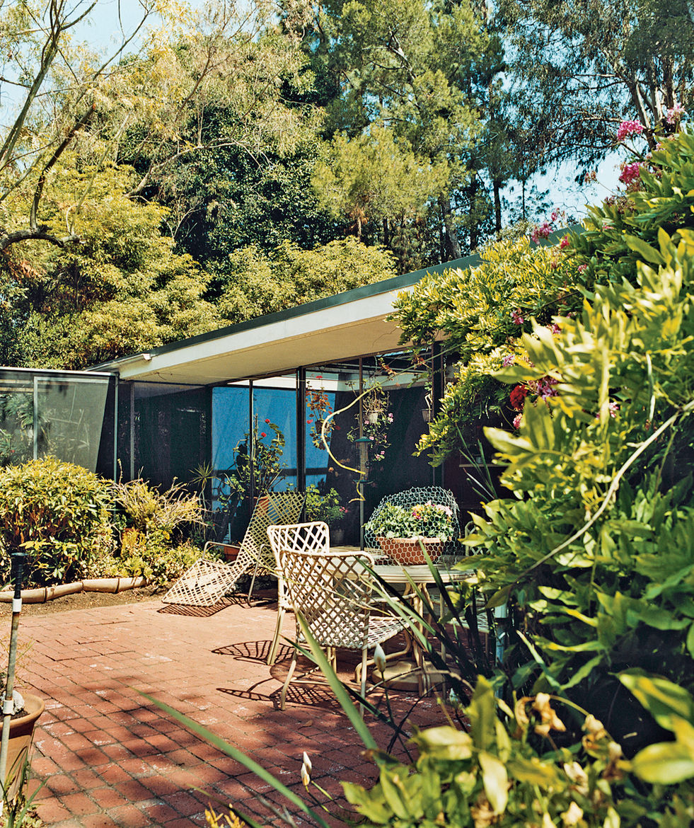 "At Shulman's insistence, Soriano created a screened area that protects the gardenside elevation of the house from, says the pho­tog­rapher, ""excessive wind and glaring light. In hot weather, when I have the sliding glass doors open, I close the screens on"
