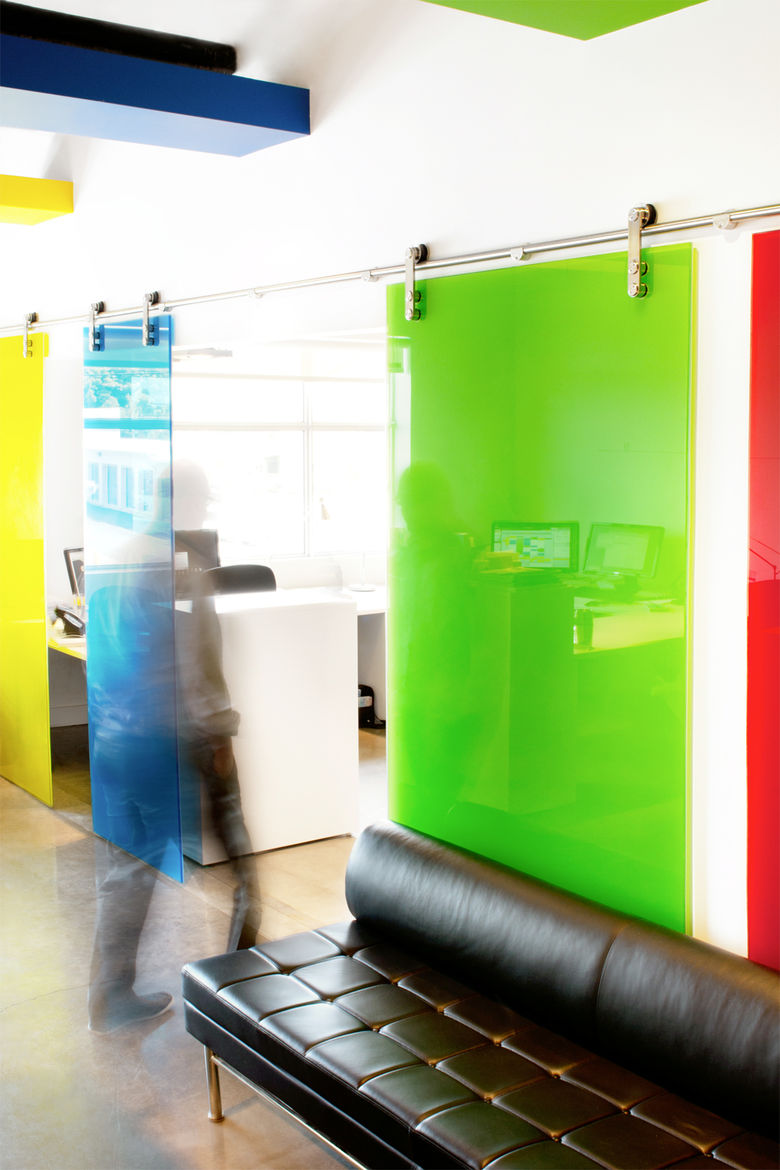 Office Splash<br /><br /> Submitted by: Name not provided<br /><br /> Designer's Description: <br /><br />Separating an office isn't an easy task since we wanted an open design studio. But the need for some privacy was urgent. We wanted an easy way to div