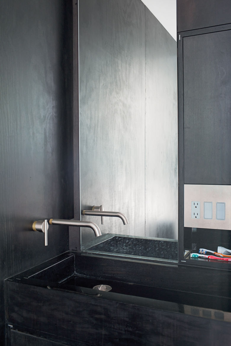 Phoenix house modern bathroom black