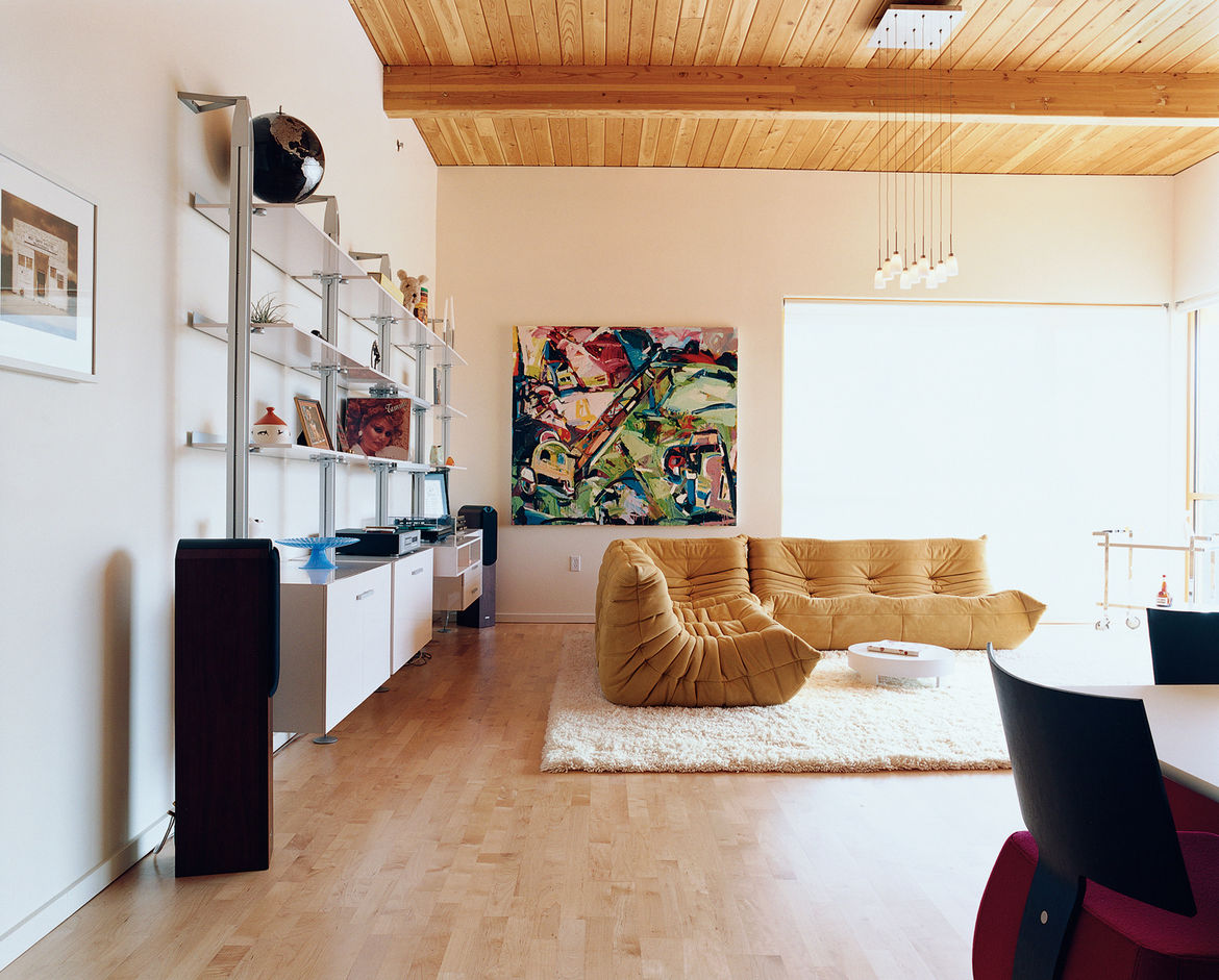 Rapaport is a confirmed Ligne Roset fanatic—his living room may as well be a showroom for the French manufacturer. The centerpiece is a classic Togo sofa designed by Michel Ducaroy; the wall system was designed by Pagnon and Pelhaitre.