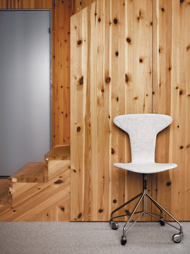 Competing grains of laminated pine panels enliven the stairs.
