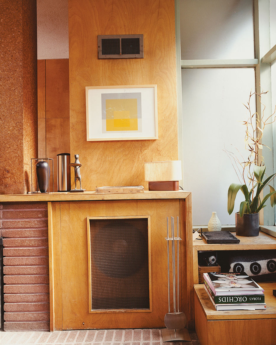 Hill included a hidden turntable and mono speaker cabinet in the original design.