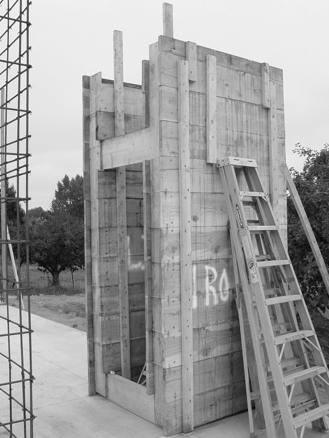 The Andersons designed a system of four-by-four-foot concrete modules, created from a reusable formwork of 2-by-12-foot boards that could be easily moved around the site.